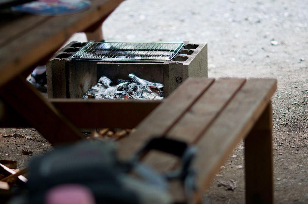 キャンプでバーベキューをする際に押さえておきたい火おこしのコツ~グッズを有効活用しよう~
