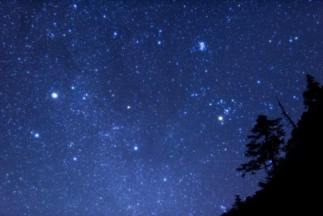 キャンプで楽しめるレクリエーション「天体観測」